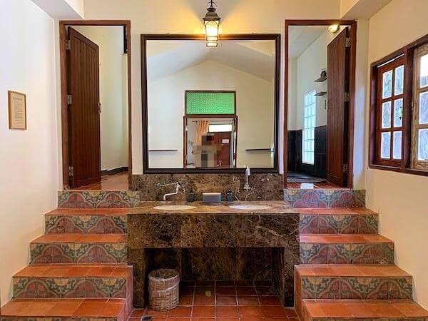 客室バンガローのシャワールーム1