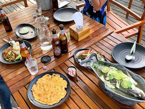 マンノーク島のレストランでの食事