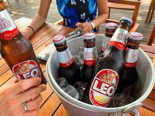 マンノーク島で注文したLEOビールのバケット