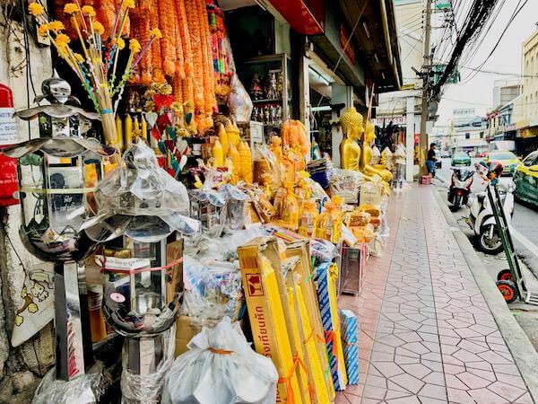 バンコク旧市街の仏具街通り1