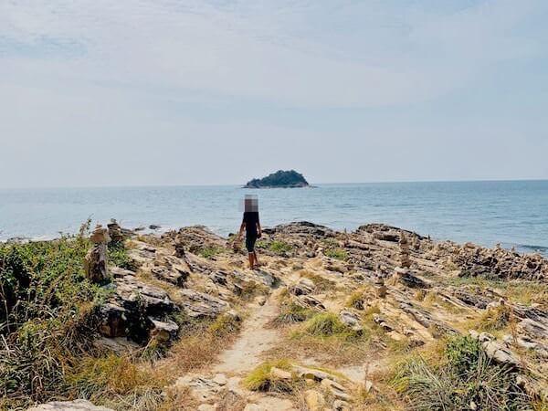 サメット島の岩場