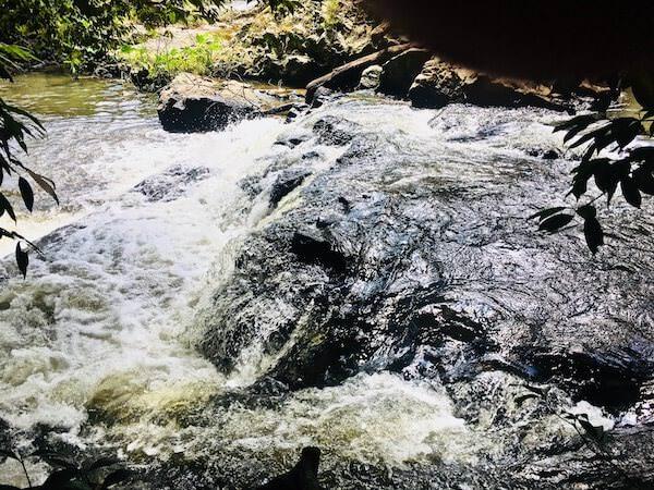 ゴーンゲーン自然トレッキングコース 小さな滝