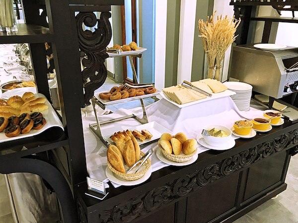 クーレン ホテル (Koulen Hotel)の朝食ビュッフェ2