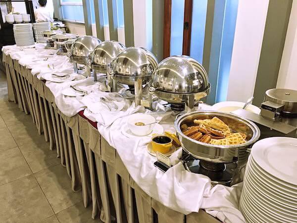 クーレン ホテル (Koulen Hotel)の朝食ビュッフェ1