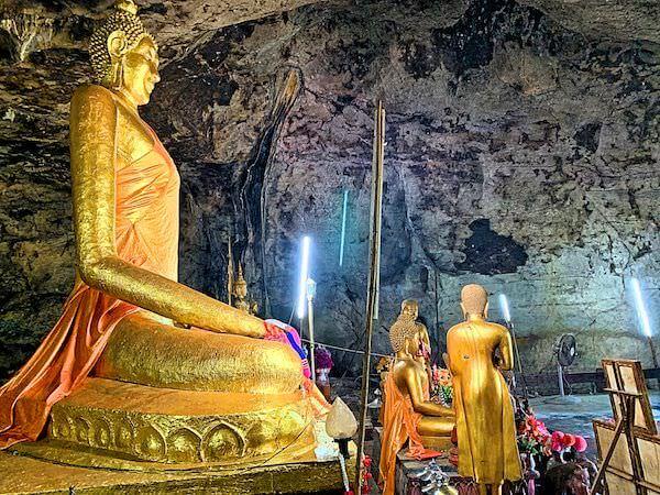 クラセー洞窟内に安置されている仏陀像