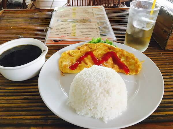 クロマーヤマトゲストハウス(Krorma Yamato Guest House)のオムレツ定食