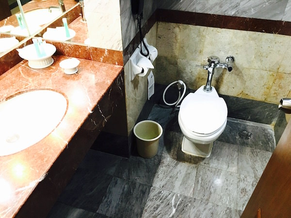 クルンシリリバーホテルのバスルーム1