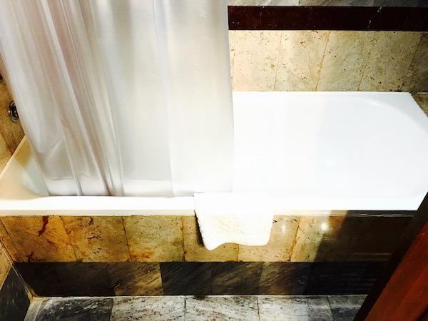 クルンシリリバーホテルのバスタブ