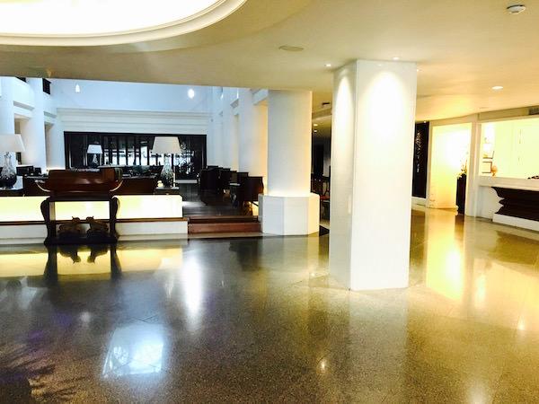 クルンシリリバーホテルのエントランスロビー