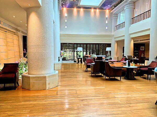 クルンシリ リバー ホテル(Krungsri River Hotel)のレセプションロビー