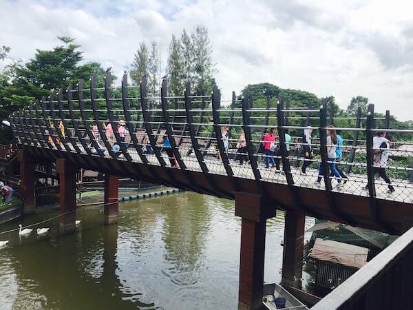 センセープ運河に架かる橋