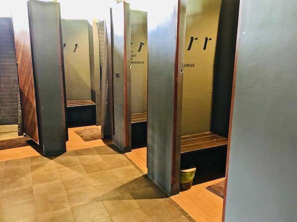 ララ ムクハ テンティッド リゾート カオヤイ(Lala Mukha Tented Resort Khao Yai)の共同シャワー