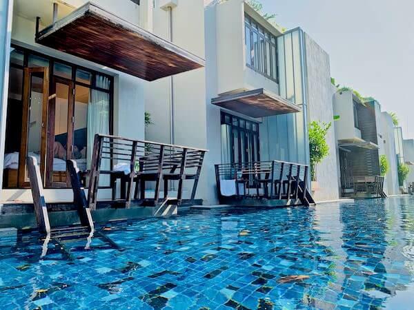 レッツ シー フアヒン アルフレスコ リゾート(Let's Sea Hua Hin Al Fresco Resort)のプールから見た客室