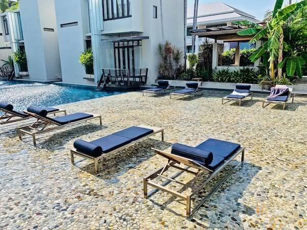 レッツ シー フアヒン アルフレスコ リゾート(Let's Sea Hua Hin Al Fresco Resort)のビーチチェア