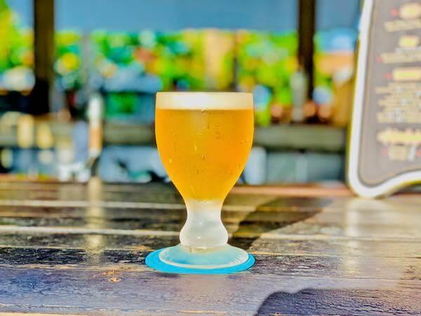 レッツ シー フアヒン アルフレスコ リゾート(Let's Sea Hua Hin Al Fresco Resort)のプールバーで飲んだビール