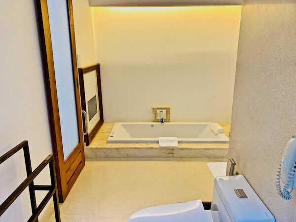 レッツ シー フアヒン アルフレスコ リゾート(Let's Sea Hua Hin Al Fresco Resort)のバスルーム