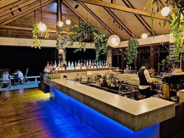 レッツ シー フアヒン アルフレスコ リゾート(Let's Sea Hua Hin Al Fresco Resort)のビーチ沿いレストラン