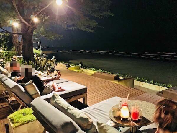 レッツ シー フアヒン アルフレスコ リゾート(Let's Sea Hua Hin Al Fresco Resort)のビーチ沿いレストラン2