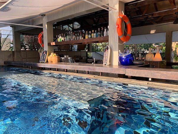 レッツシーホアヒン アルフレスコ リゾート(Let's Sea Hua Hin Al Fresco Resort)のプールバー