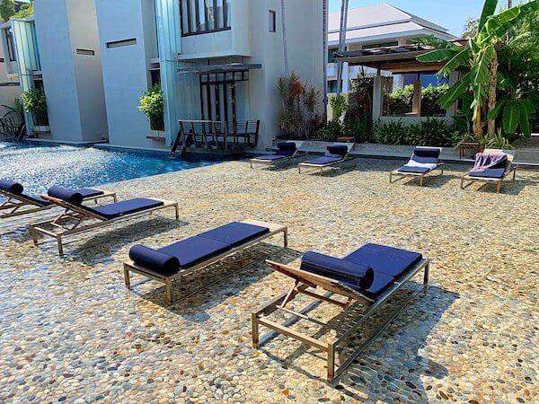 レッツシーホアヒン アルフレスコ リゾート(Let's Sea Hua Hin Al Fresco Resort)のビーチチェア