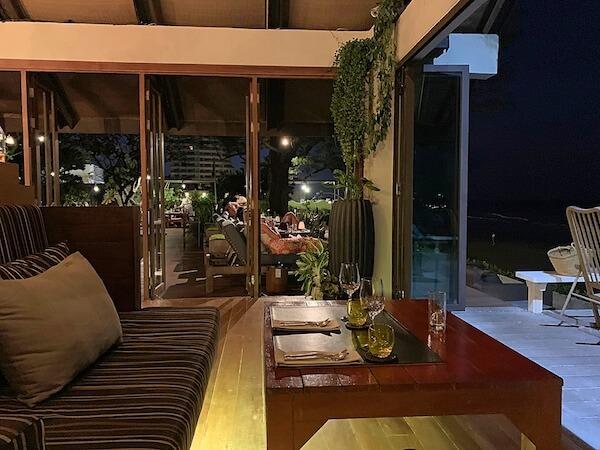レッツシーホアヒン アルフレスコ リゾート(Let's Sea Hua Hin Al Fresco Resort)のビーチサイドレストラン2