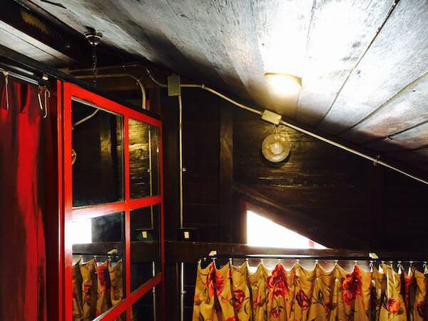 ロイ ラ ロン ホテル (Loy La Long Hotel)の天井