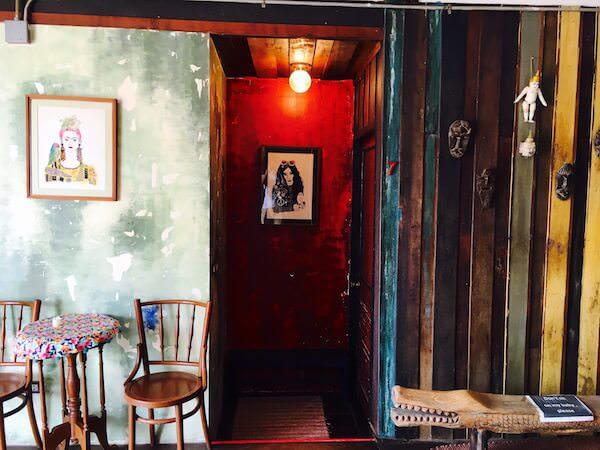 ロイ ラ ロン ホテル (Loy La Long Hotel)客室の入り口