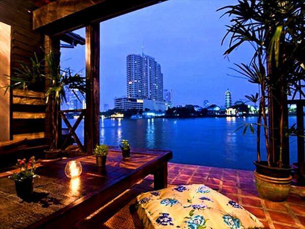 ロイラロンホテルのバルコニーから見えるチャオプラヤー川