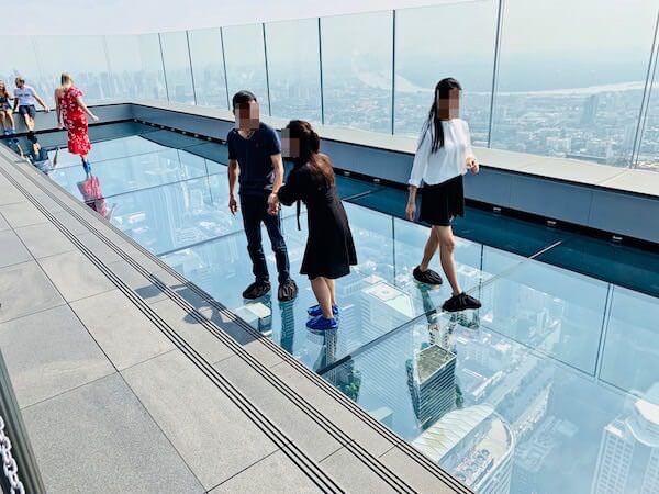 マハナコンタワーのガラス床2