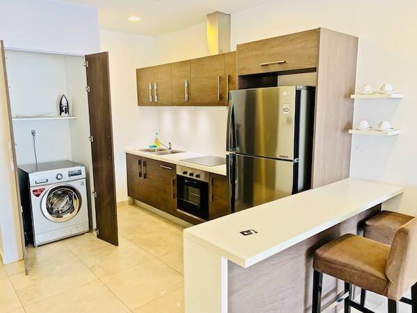 マンション 51 ホテル&アパートメント(Mansion 51 Hotel & Apartment)のキッチンと冷蔵庫