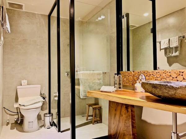 マユ バンコク ジャパニーズ スタイル ホテル(MAYU Bangkok Japanese Style Hotel)のシャワールーム