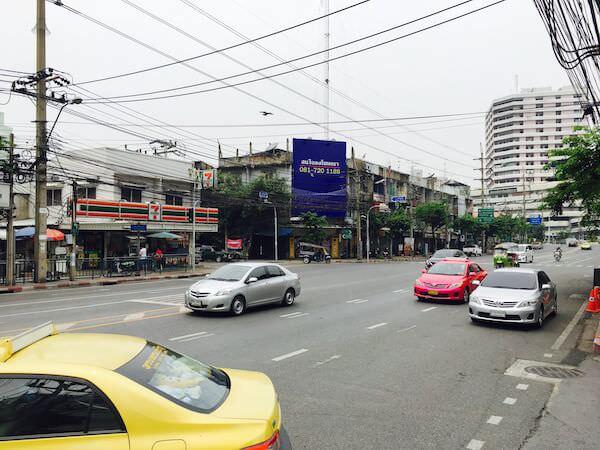 ミレニアム ヒルトン バンコク(Millennium Hilton Bangkok)周辺の道路