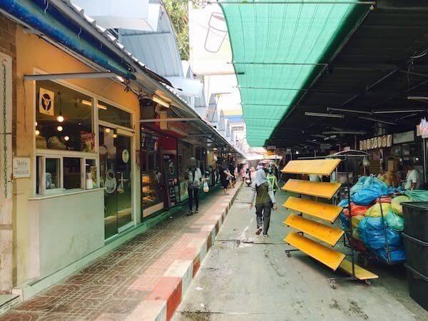 ミレニアム ヒルトン バンコク(Millennium Hilton Bangkok)横のローカルマーケット1