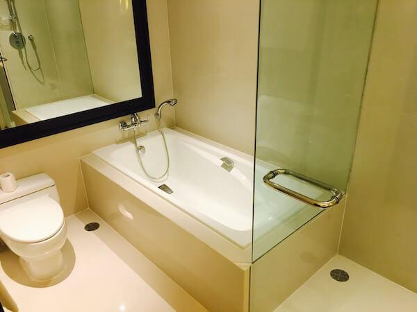 ミレニアム ヒルトン バンコク(Millennium Hilton Bangkok)のバスルーム2