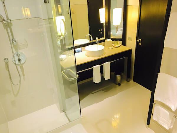 ミレニアム ヒルトン バンコク(Millennium Hilton Bangkok)のバスルーム1