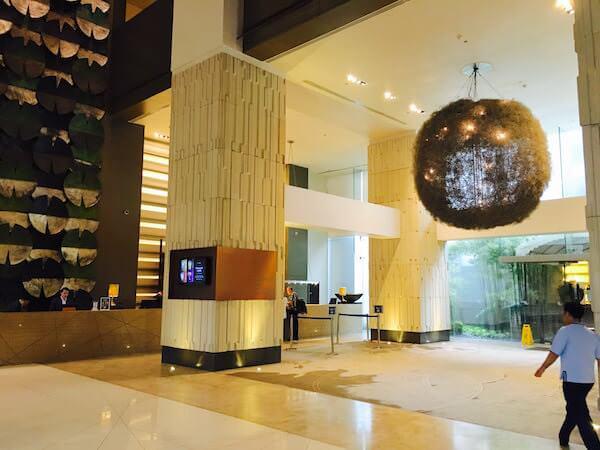 ミレニアム ヒルトン バンコク(Millennium Hilton Bangkok)のチェックインロビー