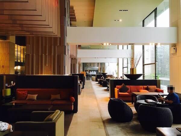 ミレニアム ヒルトン バンコク(Millennium Hilton Bangkok)のチェックインロビー2