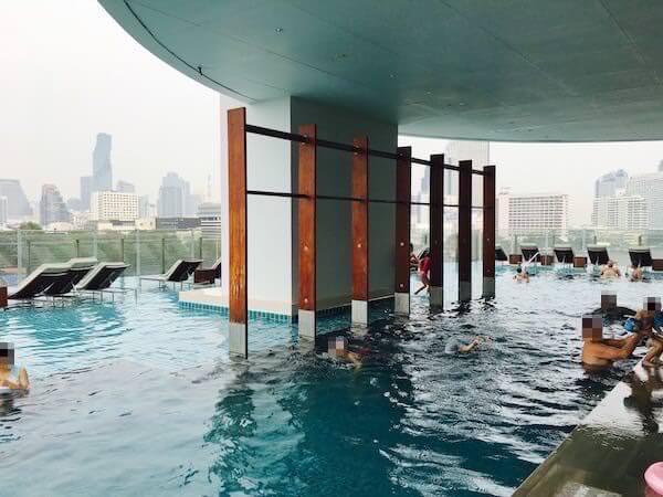 ミレニアム ヒルトン バンコク(Millennium Hilton Bangkok)のプール1
