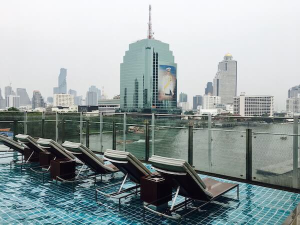 ミレニアム ヒルトン バンコク(Millennium Hilton Bangkok)のプール2
