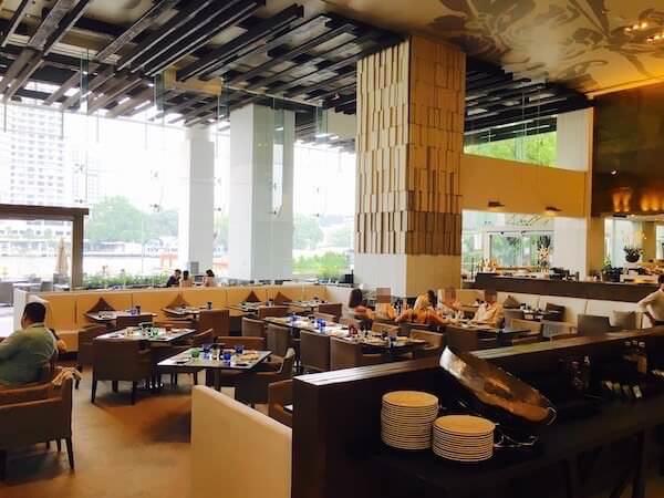 ミレニアム ヒルトン バンコク(Millennium Hilton Bangkok)1階のレストラン