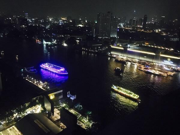 ミレニアム ヒルトン バンコク(Millennium Hilton Bangkok)の客室から見える夜景