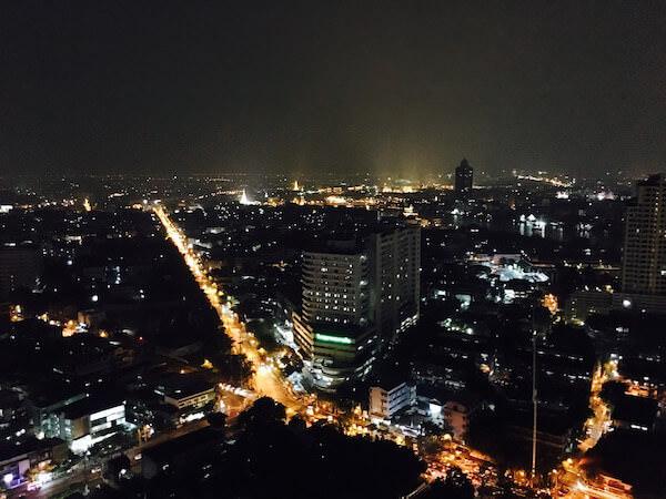 ミレニアム ヒルトン バンコク(Millennium Hilton Bangkok)のスカイバーから見える景色