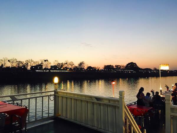 クルーズ船から見える夕焼け