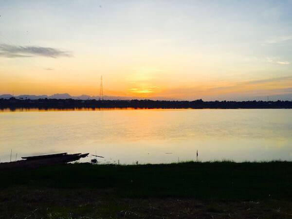 フォーチュン リバー ビュー ホテル ナコーン パノム (Fortune River View Hotel Nakhon Phanom)から見える朝日