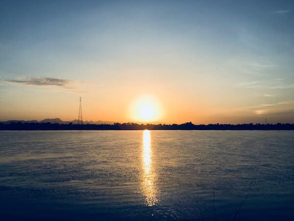 メコン川の朝日