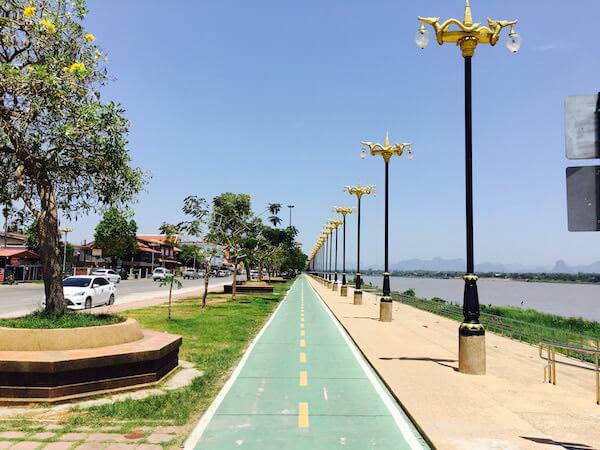 メコン川沿いの遊歩道