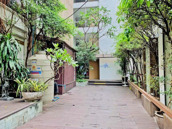 ナントラ リトリート & スパ(Nantra Retreat & Spa)の入り口