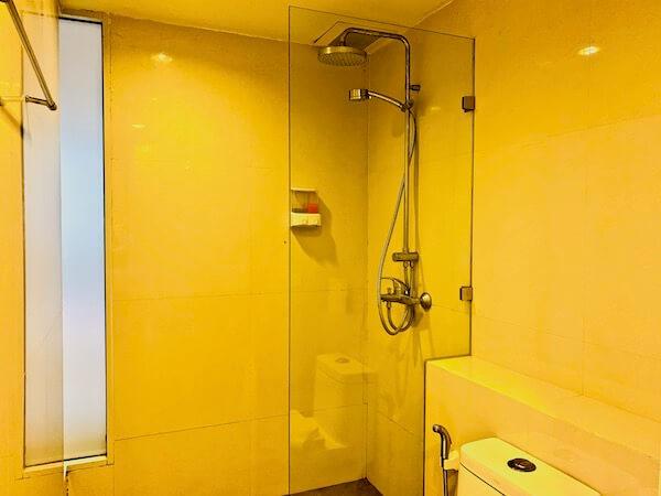 ナントラ リトリート & スパ(Nantra Retreat & Spa)のシャワールーム