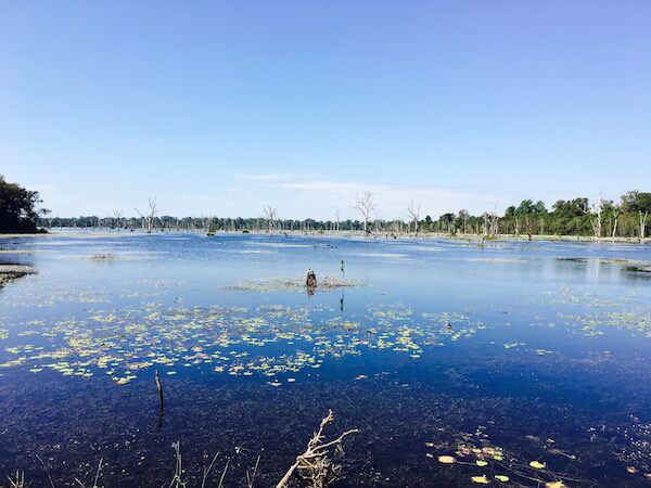 ニャックポアンの湖