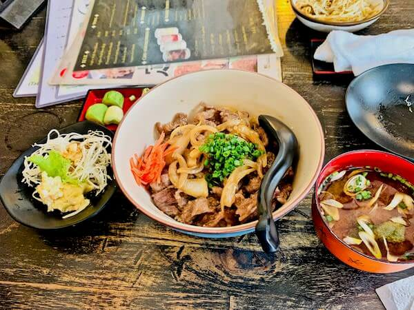 忍者(Ninja Japanese Dining & Bar)で食べた牛丼